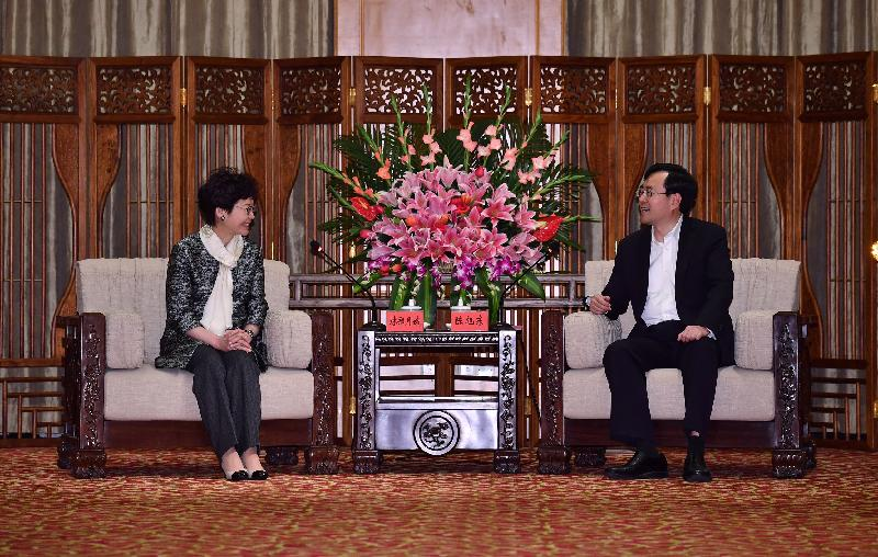 The Chief Executive, Mrs Carrie Lam (left), met with the Secretary of the CPC Zhongshan Municipal Committee, Mr Chen Xudong in Zhongshan today (March 29).