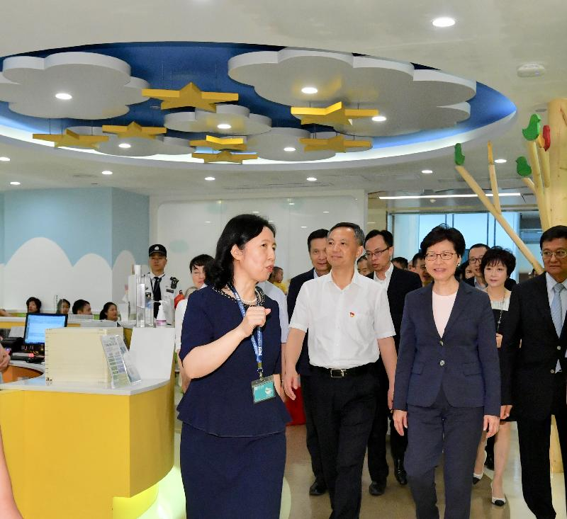 The Chief Executive, Mrs Carrie Lam, visited the Clifford Hospital in Guangzhou today (May 18). Photo shows Mrs Lam (first row, second right), accompanied by the Secretary of the CPC Guangzhou Municipal Committee, Mr Zhang Shuofu (first row, third right) and the Secretary for Constitutional and Mainland Affairs, Mr Patrick Nip (second row, second left), touring the hospital facilities.