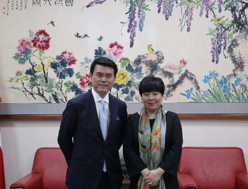 The Secretary for Commerce and Economic Development, Mr Edward Yau (left), paid a courtesy call on the Acting Chinese Ambassador to the United Kingdom (UK), Ms Chen Wen (right), in London, the UK, today (May 21, London time).